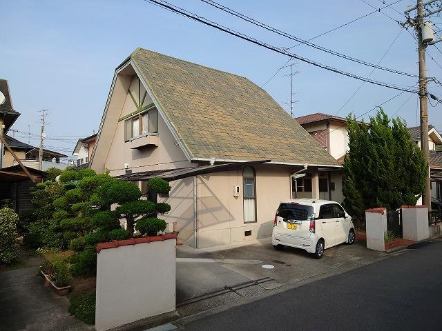 急勾配の三角屋根