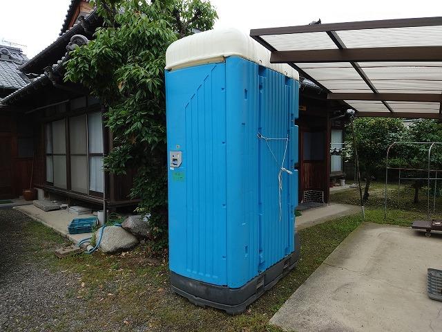 工事現場の仮設トイレ