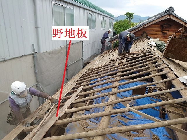 西条市の納屋の屋根葺き替え工事で屋根下地工事をしました