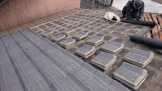 新居浜市で雨漏りでお困りのセメント瓦を屋根葺き替えで悩み解消