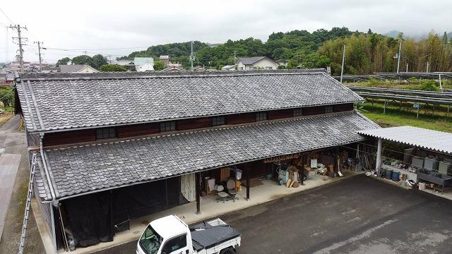 今治市で古くなった納屋の瓦屋根の雨漏り調査のお問い合わせ