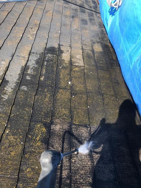 高圧洗浄機を使ったコロニアル屋根の洗浄