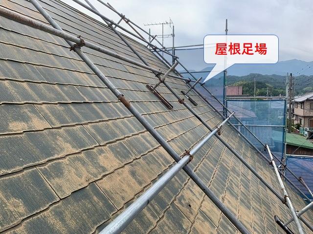 急勾配屋根の屋根足場