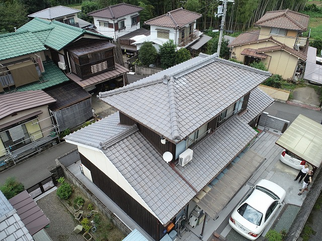 釉薬瓦の屋根