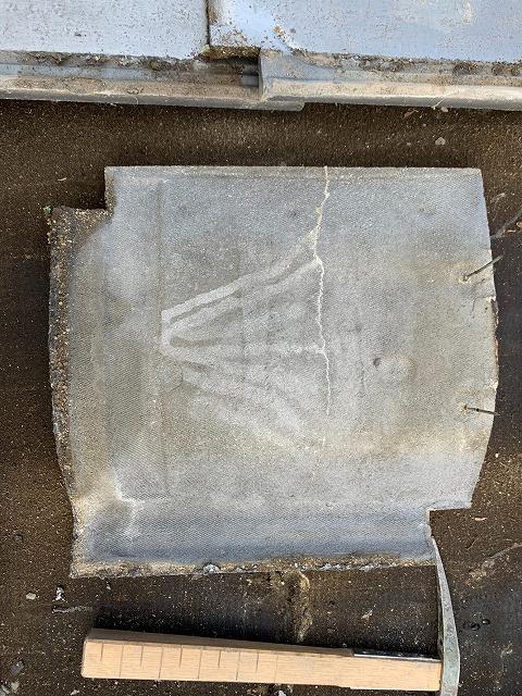 セメント瓦の裏面の亀裂