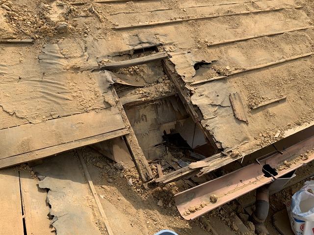 傷んだ屋根下地と垂木