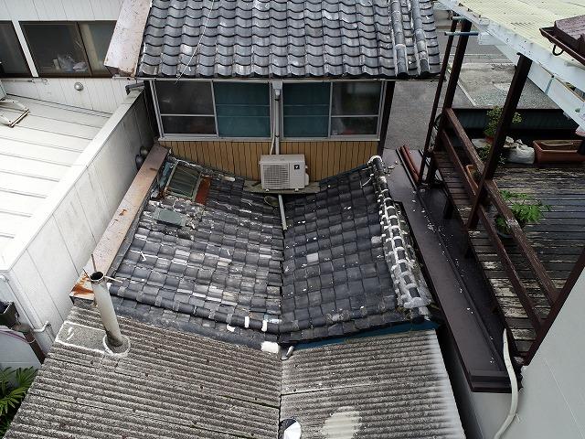 雨漏りする瓦屋根