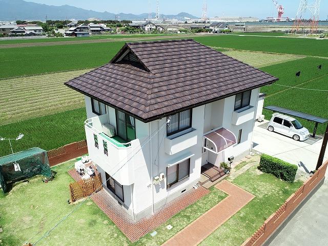 ルーガ鉄平屋根の家