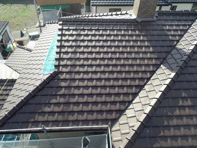 塗装工事中のお住まいの屋根