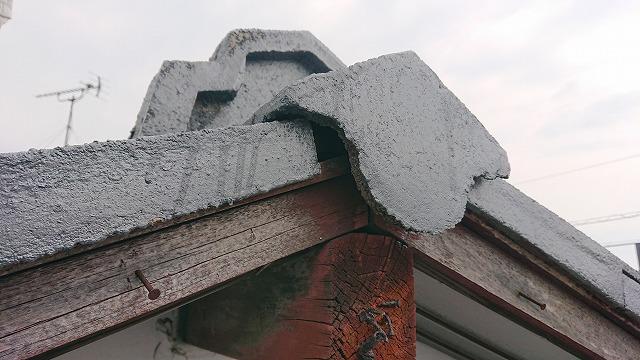 棟際の瓦のズレ