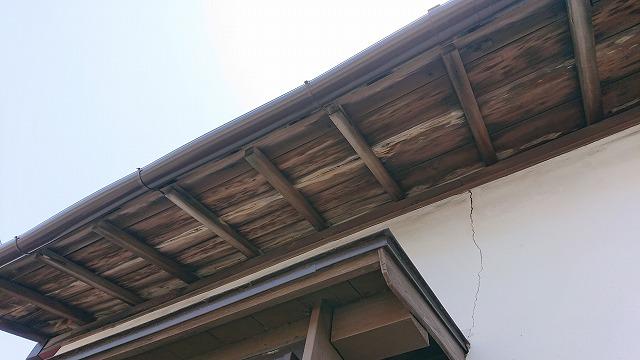 軒先の雨漏りのシミ
