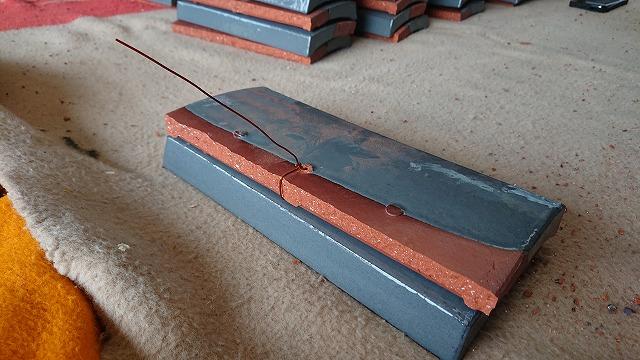 割の市瓦の銅線