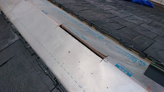新居浜市中村町のルーガ鉄平への屋根葺き替え工事で換気棟取付け
