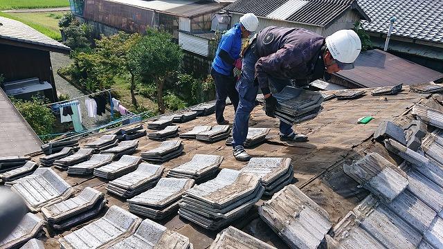 セメント瓦の撤去作業