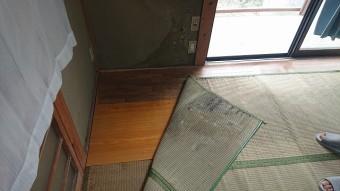 雨漏りにより濡れた床