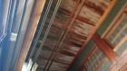 天井に残る雨漏りの染み