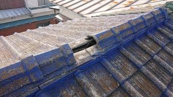 風で壊れたセメント瓦屋根