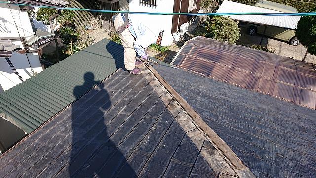 コロニアル屋根の棟板金の笠木を撤去