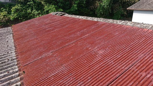 錆びて痛んだトタン屋根