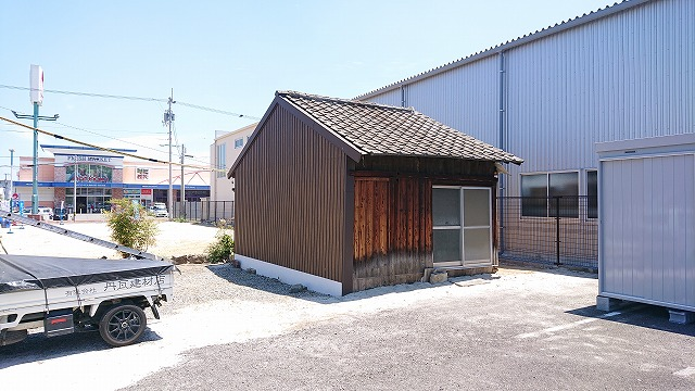 今治市松本町でセメント瓦から板金屋根への葺き替え工事します