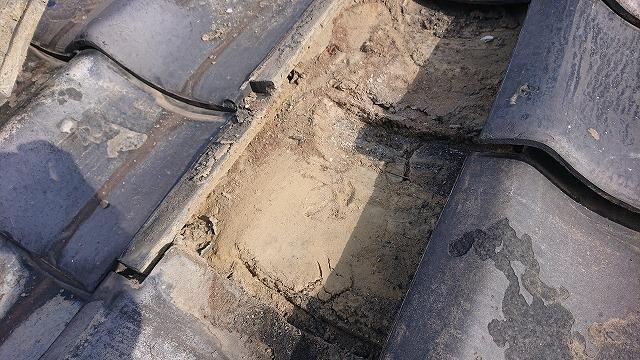 瓦下の葺き土