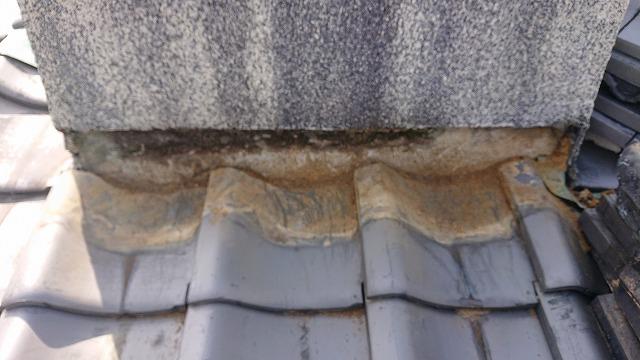 屋根瓦の部分解体