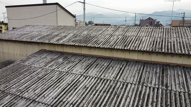 倉庫のスレート屋根