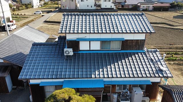 セメント瓦屋根を撮ったドローン写真