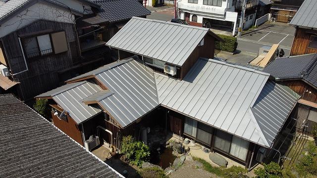 立平葺き板金の屋根