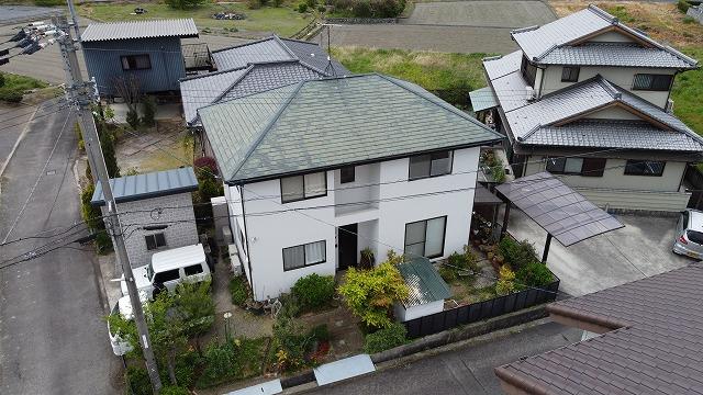 二階建ての寄棟屋根
