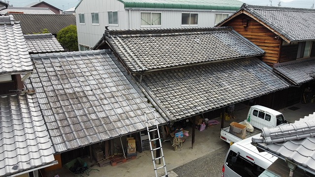 ドローンで撮った納屋の屋根