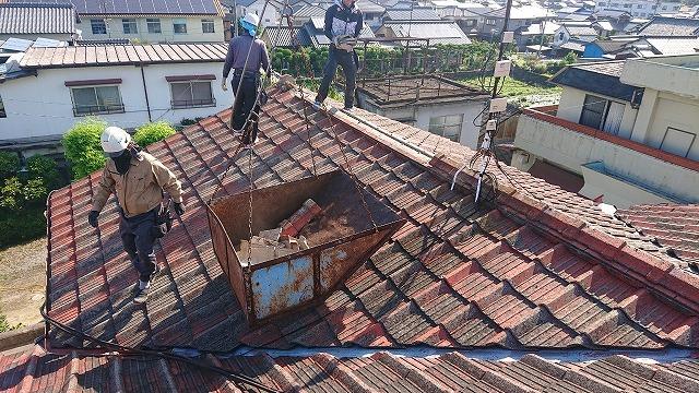 古いセメント瓦を解体撤去