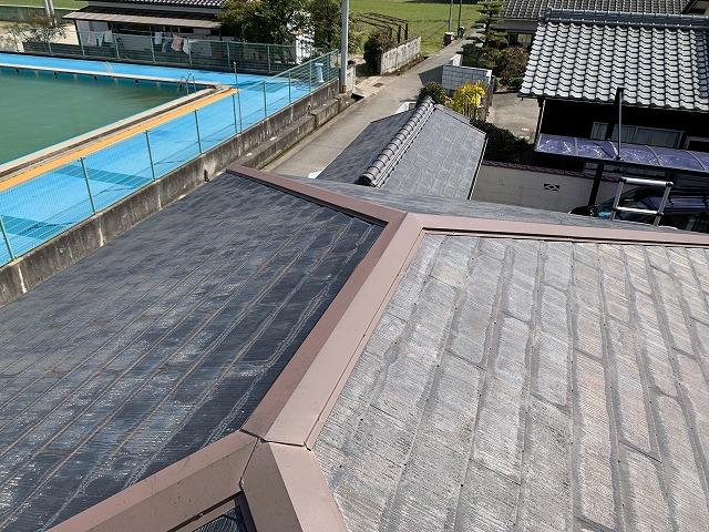 物入倉庫のコロニアル屋根