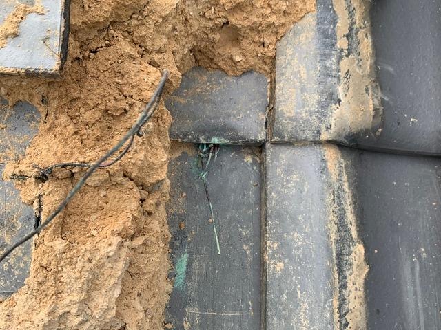 根元で切れた緊結用銅線