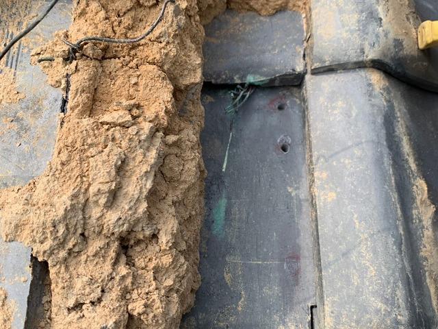 垂木の位置に銅線用の穴開け