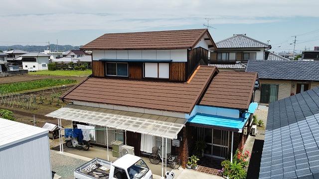 新居浜市で軽量で高耐久の石粒付鋼板屋根セネターで屋根葺き替え