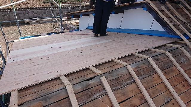 屋根に構造用合板の施工