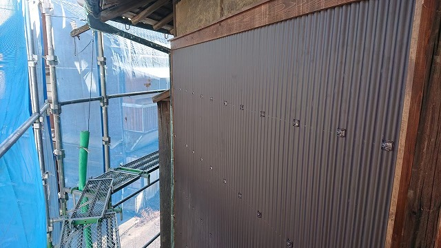 新居浜市にて波板交換で外壁リフォーム