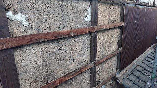 朽ちた波トタンの撤去写真