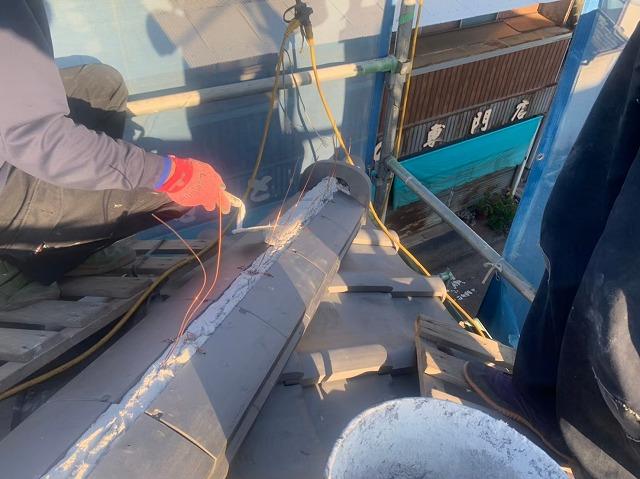新居浜市にて漆喰での棟工事完了で屋根リフォーム完成