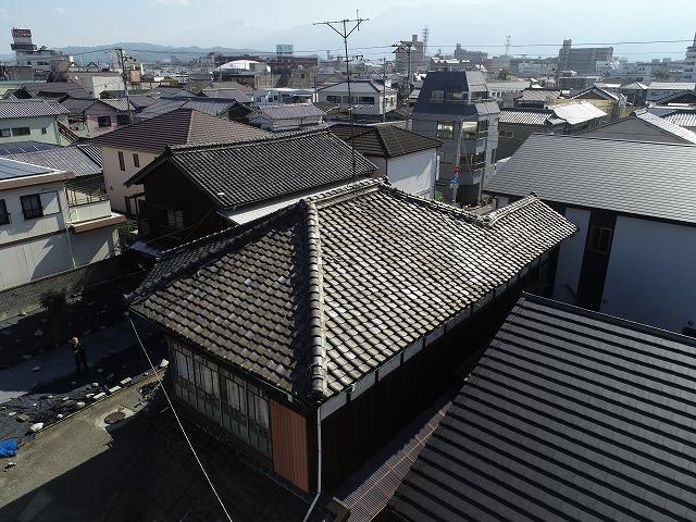 屋根リフォーム前の傷んだ状態の屋根