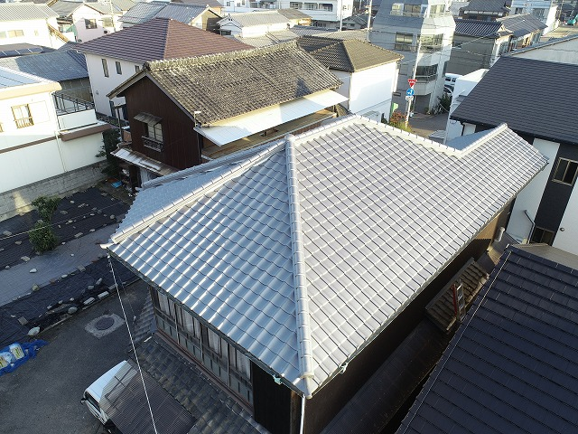 屋根リフォームで綺麗になった瓦屋根