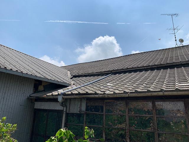 雨樋修理後の倉庫の屋根