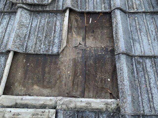 セメント瓦屋根の雨漏りの跡