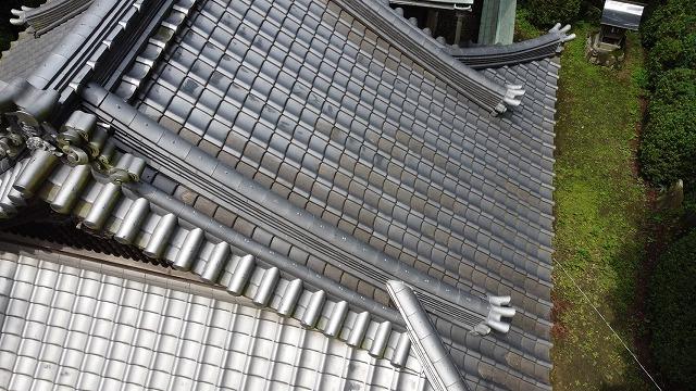 落ち葉を除去した屋根